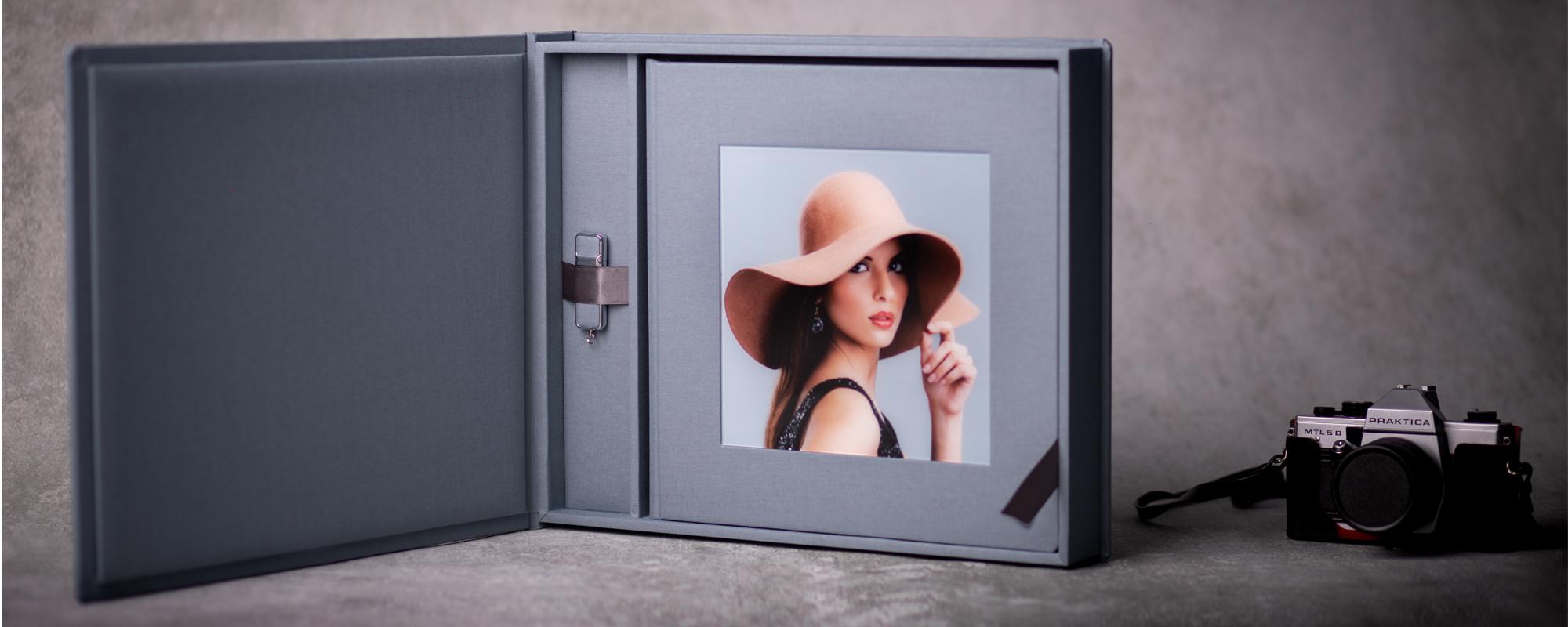 Fotoalbum w pudełku + pendrive z Twoim zdjęciem i grawerem